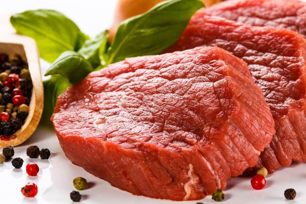 赤身の肉、コショウ粒