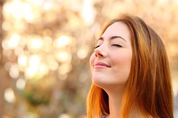 幸せな女性 キウイ