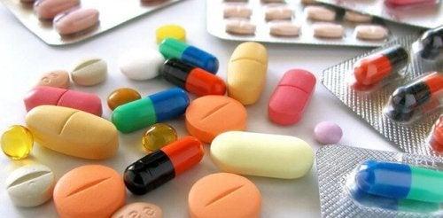 薬 丹毒  原因