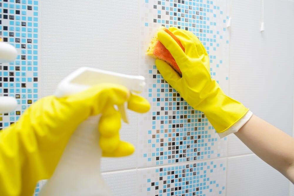 お風呂の壁の掃除
