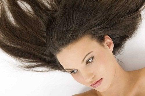 髪を洗う頻度を減らす