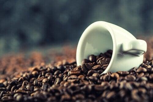 コーヒー豆とカップ コーヒー レシピ