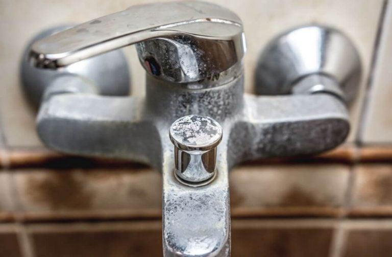 お風呂の白い汚れを落とす自然派掃除法