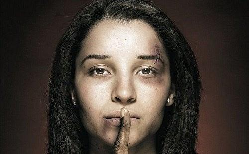 傷だらけの女性 家庭内暴力