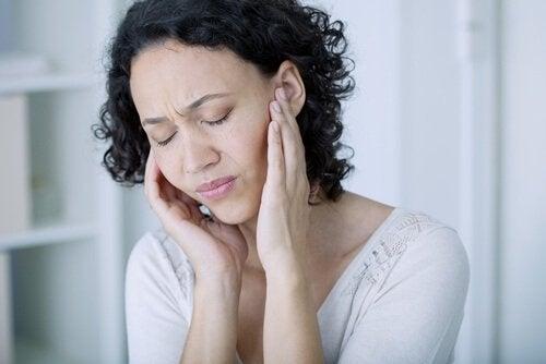 頭痛の女性 亜鉛の特性