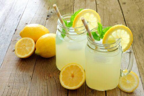 レモンウォーターを飲むことで得られる効能