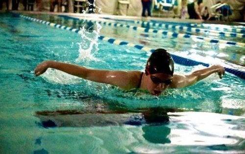 水泳:全身を使うワークアウト