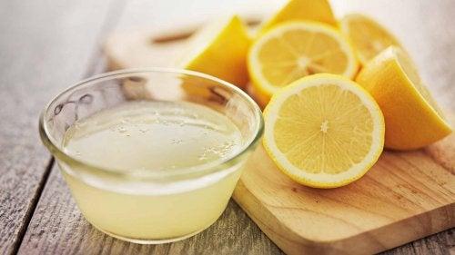レモンで 髪をデトックス する
