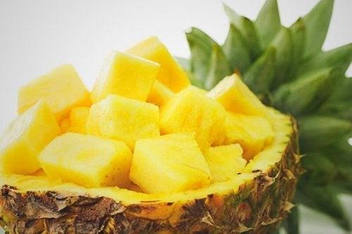 パイナップルを使った簡単で効果的な自然療法