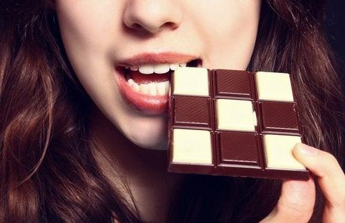 チョコレート 消化に悪く便秘の原因になる食品