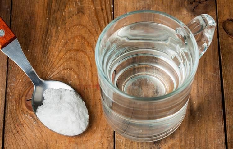 コップの水と塩