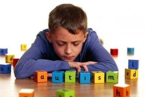 最も一般的な自閉症の5つのサイン