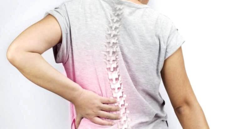 脊柱側彎症 背中の痛み