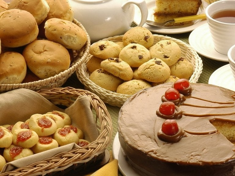 菓子類 消化に悪く便秘の原因になる食品