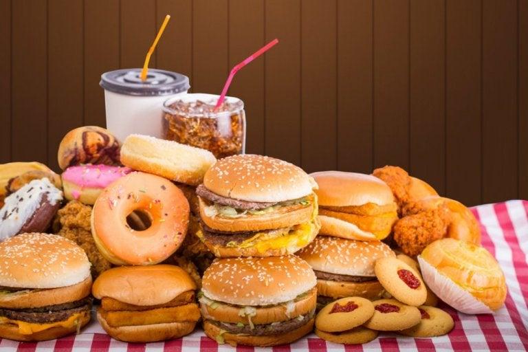 ジャンクフード 消化に悪く便秘の原因になる食品