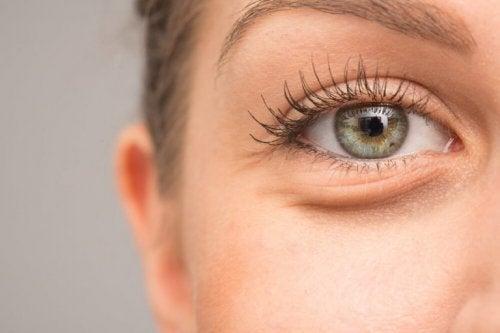 どうして目が腫れるの?考えられる7つの原因