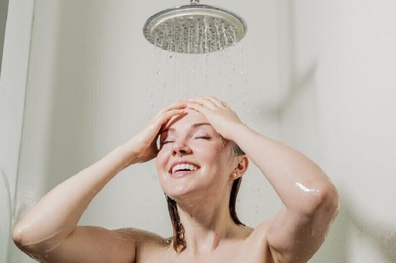 シャワー 活力を与える朝の習慣