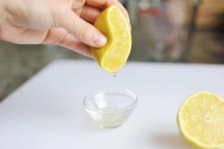 レモンを絞る