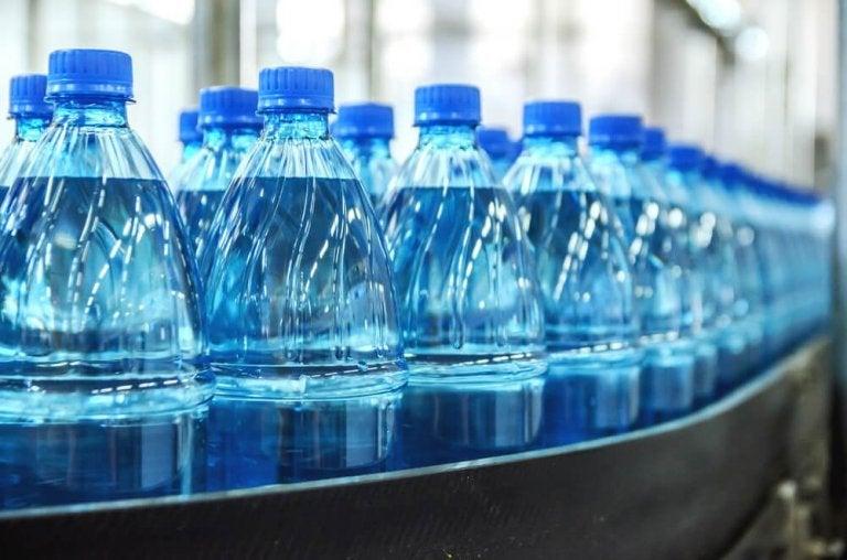 ペットボトルの水 ミネラルウォーター
