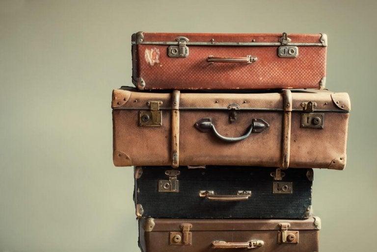 古いスーツケース ベッドスタンド