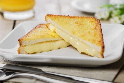 チーズサンドトースト