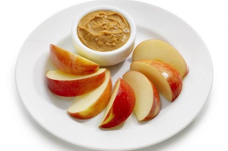 りんごとピーナッツバター 減量中にオススメの間食
