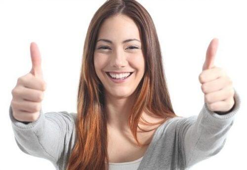 笑顔の女性 笑うべき理由