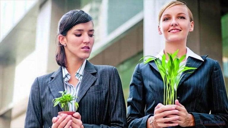 植物を嫉む女性