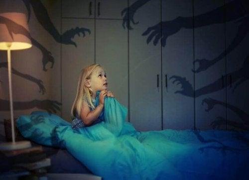 子供が暗闇への恐怖心を克服する方法