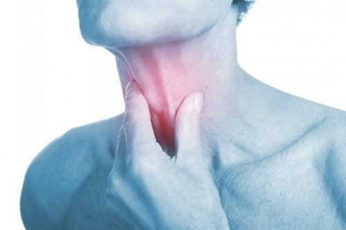 喉の感染症に対する4種の天然抗生物質治療