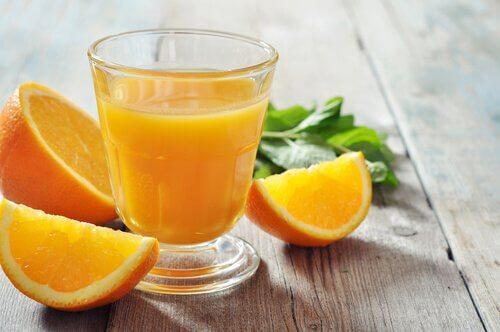 オレンジジュース 爪を強くする