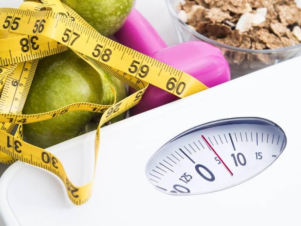 体重計 ダイエットするには1日何回の食事