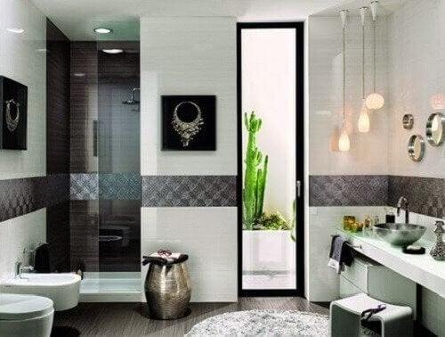 サボテンのある浴室 浴室エリアのインテリア