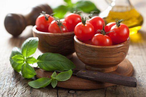 トマト 化学肥料やスプレーが使われているかわかる食材