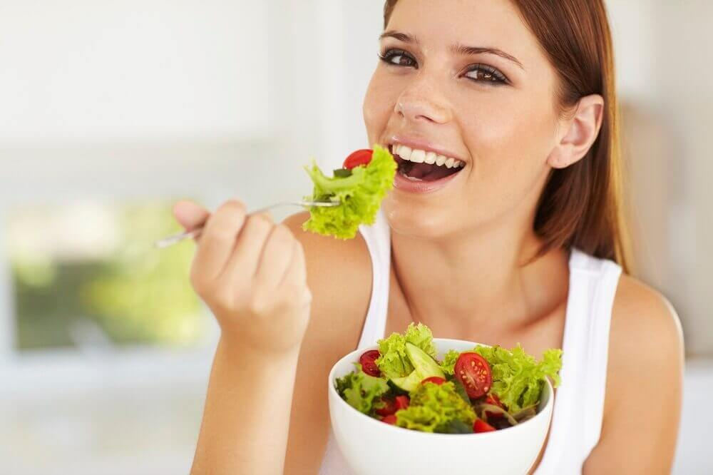 サラダを食べる 健康な体