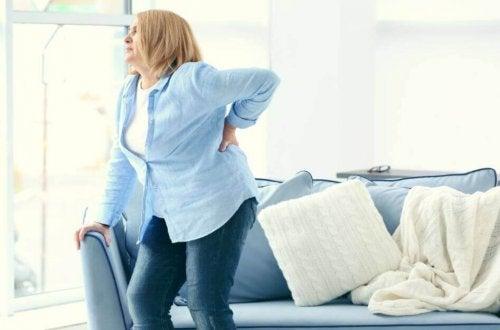 背中の痛みを取り除く方法