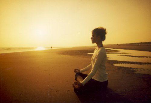 瞑想で心を落ち着かせる