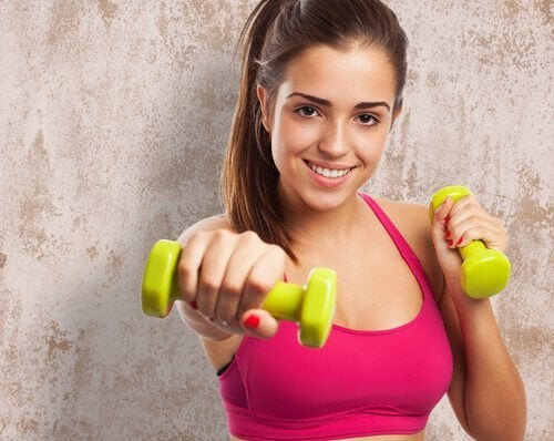 運動する女性 痩せにくい部分を鍛える