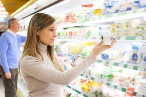 良い食品を選ぶ 脂肪分の代わりに炭水化物を減らす