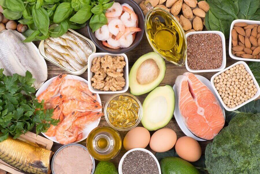 魚介類、野菜、ナッツ類