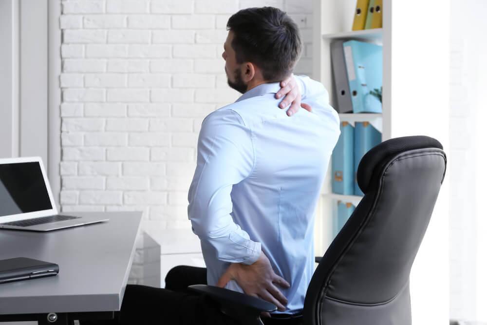 姿勢 背中の痛み