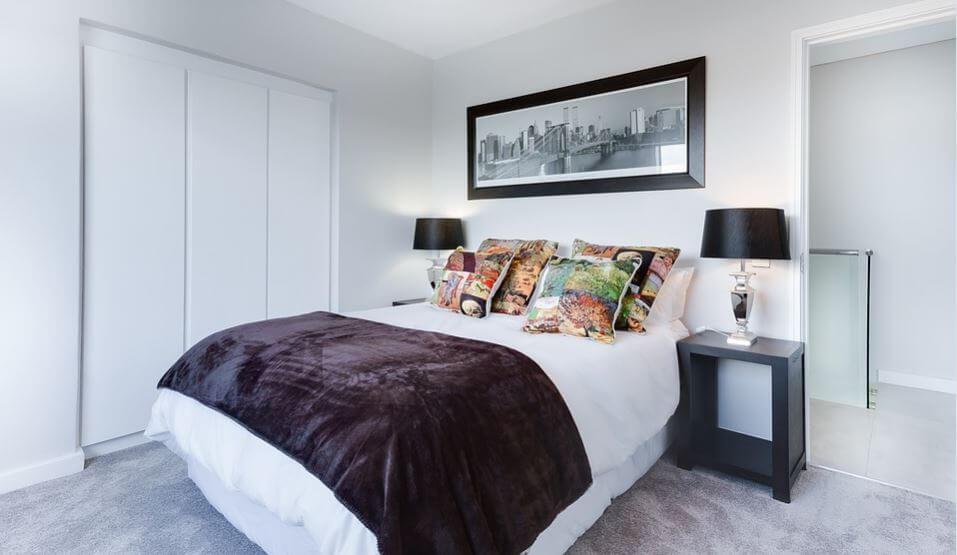 モノトーンの寝室