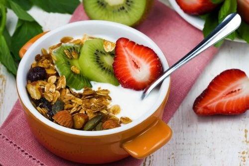ヨーグルト 低カロリーな朝食
