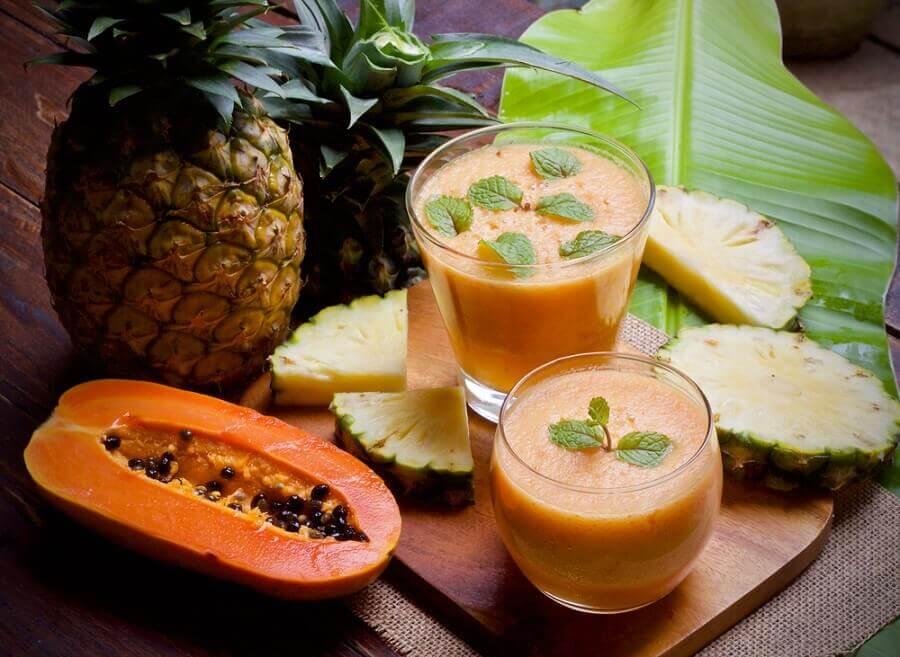 パイナップルとスムージー お腹の張り解消