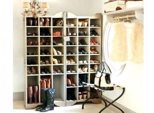 上手に靴を収納しよう!靴箱を自分で作る方法