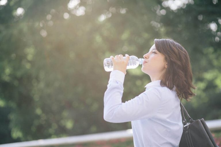 脱水状態を防ぐ、自宅で作れる電解質飲料