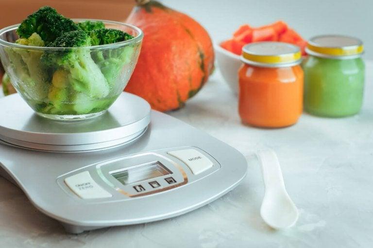 ブロッコリーとスケール 健康体重を気にかける