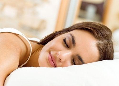睡眠 早く痩せる
