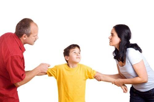 喧嘩をする親