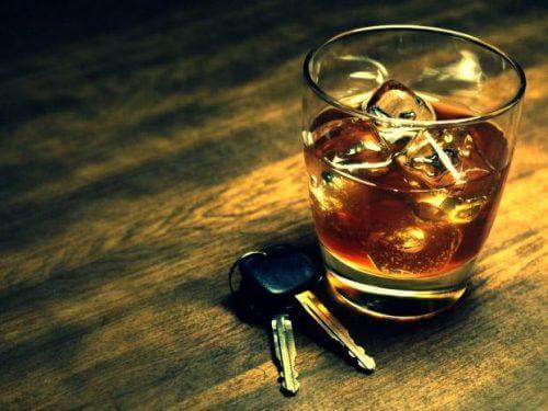 飲酒運転 睡眠薬 副作用 リスク